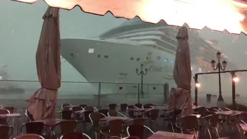 Terrifying Footage Shows Cruise Ship Nearly Crashing Into Venice Dock