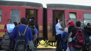EU-bound refugees fill latest train from Macedonia - Video