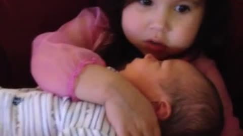 Big sister sings 'Let It Go' to newborn brother