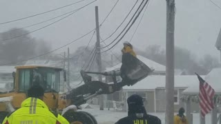 Loader Rescues People Trapped by Frozen Floodwaters in Hull, Massachusetts - Video