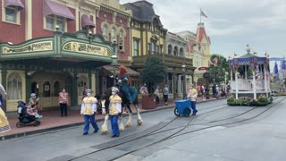 Horse Gets Caught in a Balloon during Magic Kingdom Parade