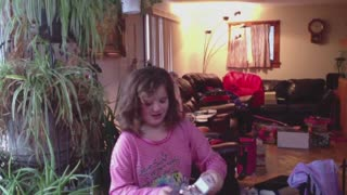Dad and daughter pull christmas iPhone prank on mom - Video