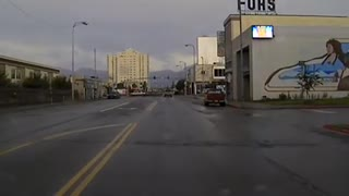 Police chase bear through downtown Anchorage, Alaska  - Video