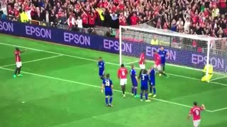 GOAAAAL!! Chris Smalling scores with a beautiful header. 1 - 0 - Video
