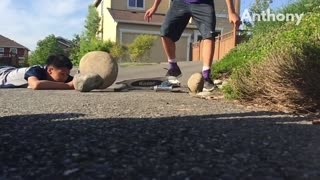 Kid tries to break scooter with big rock and accidentally hits friend - Video