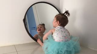 Baby plays with her reflection in the mirror - Video