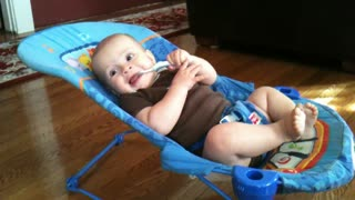 Baby shows off unbelievable strength and energy! - Video