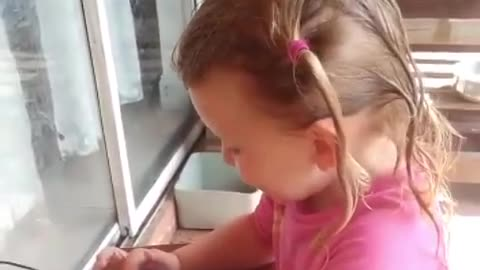 Little girl hilariously gets Alexa to listen to her