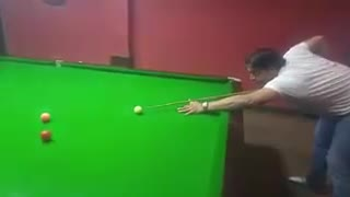 Fastest Bowler of the world in cricket Shoaib Akhtar Playing snooker - Video
