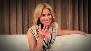 Watch what happens when you tweet Elizabeth Banks - Video