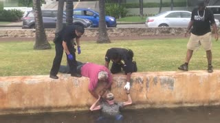 Local Man and HPD Rescue Suicidal Elderly Man - Video