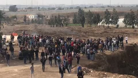 Palestinian University Students Confront Israeli Soldiers in West Bank