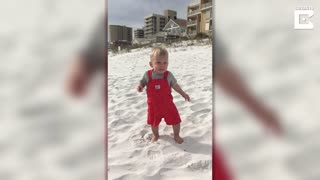 Toddler's Adorable First Reaction To The Beach - Video