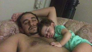 Baby falls asleep on daddy - Video