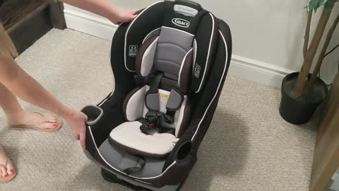 Graco Extend2Fit Convertible Car Seat Unboxing