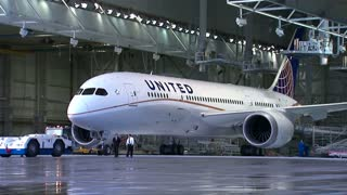 United replaces CEO Smisek - Video