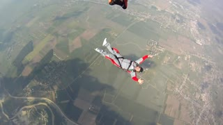 Student skydiver experiences scary moment