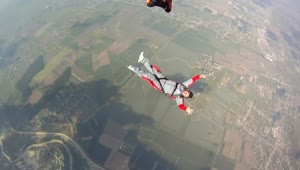 Student skydiver experiences scary moment - Video