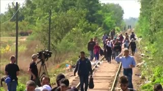 Migrants scramble in Hungary ahead of tougher border controls - Video