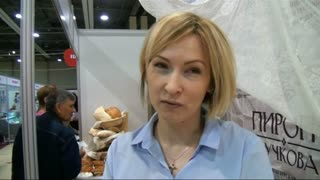 Russians stuff their faces in pie - Video
