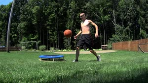 Awesome multi-skilled basketball trick shot - Video