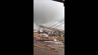 Tornado Breaks Crane - Video