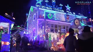 This is One Of The Best Christmas Lights Displays EVER - And For a Good Cause - Video