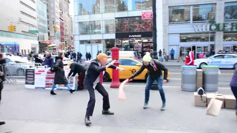 'Donald Trump' street performer lets New Yorkers beat him up