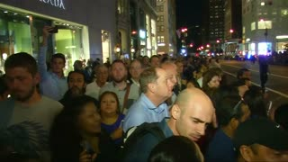 Bystanders along Pope route moved to tears - Video