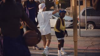 Basketball prodigies recreates scene from 'White Men Can't Jump'
