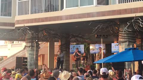 "Rodney Atkins Performs ""For What It's Worth"" at Island Hopper Songwriter Fest"
