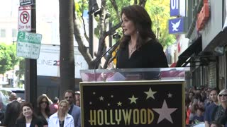 """Wonder Woman"" Lynda Carter Awarded Star On Walk Of Fame With Heartfelt Speech - Video"
