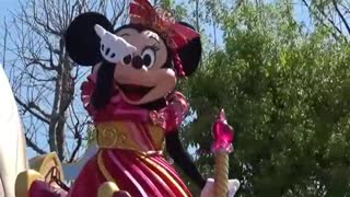 Queen Of Minnie Mouse Arrived Town On Her Ship