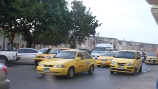 Taxis en el centro - Video