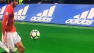 David Luiz horror tackle vs Fellaini - Video
