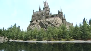 Thousands flock to new Harry Potter attraction - Video