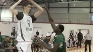 "WATCH: 7'7"" 16-YEAR-OLD High School Basketball Player Robert Bobroczky Makes His U.S. Debut - Video"