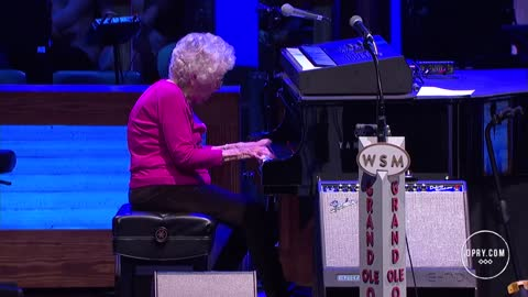 "Josh Turner's Grandma, Lois Cunningham - ""How Great Thou Art"" 