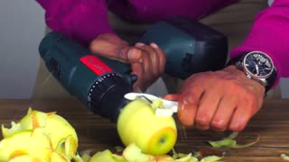 Life Hack: Fastest way to peel apples - Video