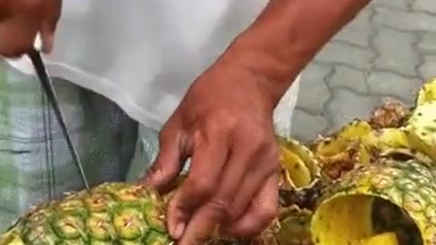 A Cool Way to Cut a Pineapple