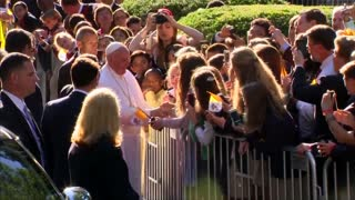 Pope thrills the faithful outside D.C. Vatican embassy - Video
