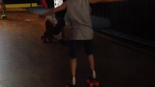 Two young kids fail at rollerskating - Video