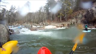 Quick-Thinking Kayakers Save Drowning Man's Life - Video