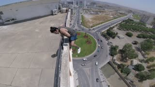 Deadly Stunt on the Edge - Video