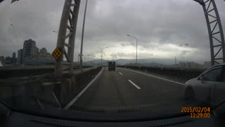 Dashcam captures TransAsia plane crash - Video