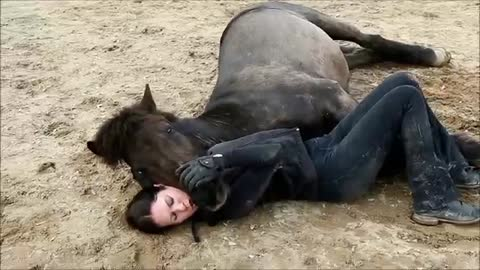 (VIDEO) Proof that Humans and Horses are BFF!