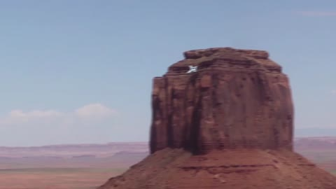 Strange UFO Disappears Over Monument Valley