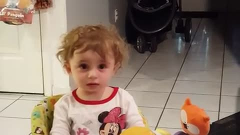 Baby's priceless reaction to the Apple iMac startup sound