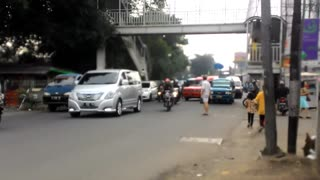 Crossing a busy street in Jakarta - Video