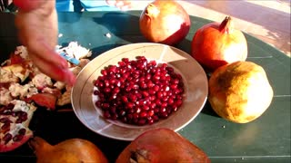 Pomegranate juce for FREE - Video